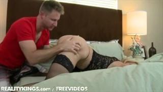 Wysoka mamuśka porno kanał