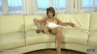 Krótkie analne porno i jej kobiecy wytrysk