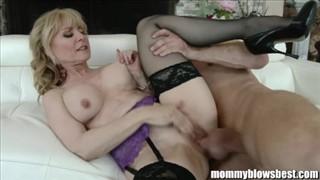 Mamusie w porno pończochach