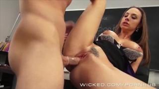 Seks z cudowną babeczką w klasie