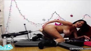 Seks maszyna i wypięta dziewczyna