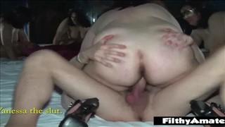 Babka masturbuje się na stole bilardowym