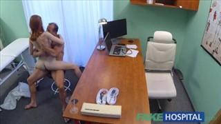 Czarnowłosa Rosjanka z przetrzepaną analną dziurę