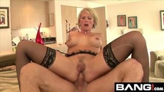 Seks z krągłymi blondynami w czworokącie