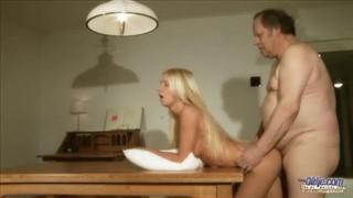 Seks ze wspaniałą i czarnowłosą babką