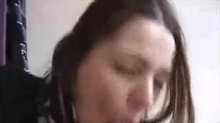 Niezła Amatorka bierze do ust ciągnie długaśną pałkę