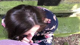 Ciężarna mamuśka jest lizana po cipce