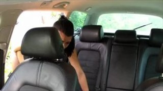 Seks z dobrą blond laseczką w samochodzie