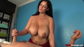 Brazylijka palcuje się podczas seksu