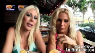 Seksowna blondynka zaprosiła murzyna z pizzą na dziabanko