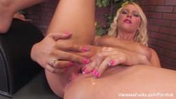 Vanessa ma różowe pazurki