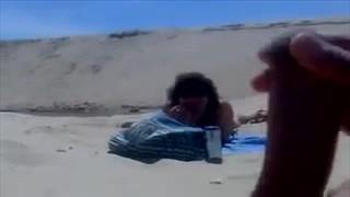 Na plaży przyjemnie się tasować