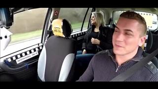 Pasażerka ma ochotę na taksówkarza