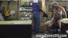 Blond łania w obciąga pałę w biurze