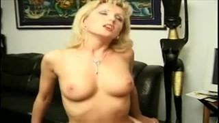 Blond mamuśka lubi anala