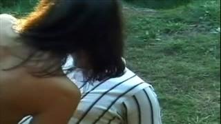 Bzykanko w lesie na trawie
