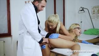 Pielęgniarka z czekoladowym pacjentem
