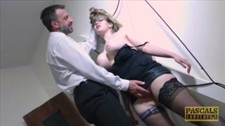Super zawodniczki całują się w seks trójkącie