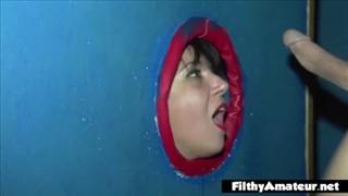 Dojrzała okularnica w gęstej spermie