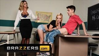 Seks z nauczycielką i uczennicą w klasie