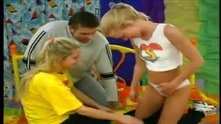 Seksik z młodymi w pokoju córki