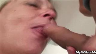 Babcia z z małą pałą młodego typa w buzi
