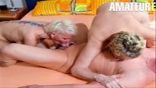 Seks w salonie z czarnowłosą Niemką