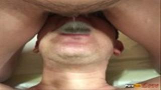 Laska sika do jego buzi