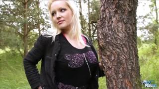 Seks piknik z blond lalunią