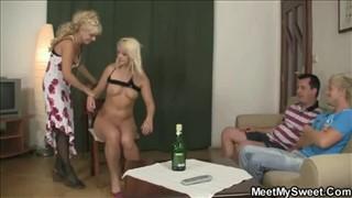 Mama i córka mają ochotę na wspólny seks