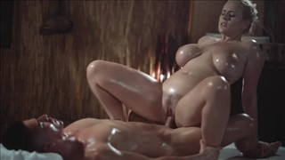 Seks z naoliwioną i krągłą suczką