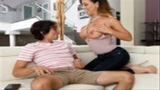 Ostry seks z silikonową mamuśką