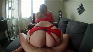 Lala z wielką dupą ma na sobie seksowne ciuszki