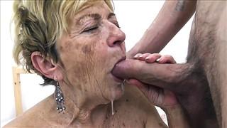 Stara baba ma chrapkę na młodego