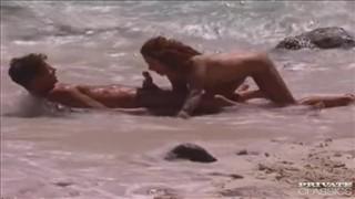 Boski seks na plaży z rudą kocicą