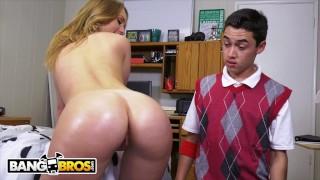 Porusza dużą dupcią przed studentem