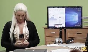 Seks podczas rozmowy o pracę z cudowną lalunią