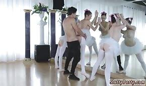 Numerek z baletnicami przed lustrem