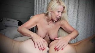 Trzy dojrzałe gwiazdy porno w akcji