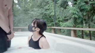 Numerek z seksowną Azjatką w jacuzzi